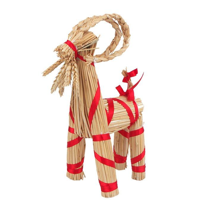 Julebuk i strå med røde bånd