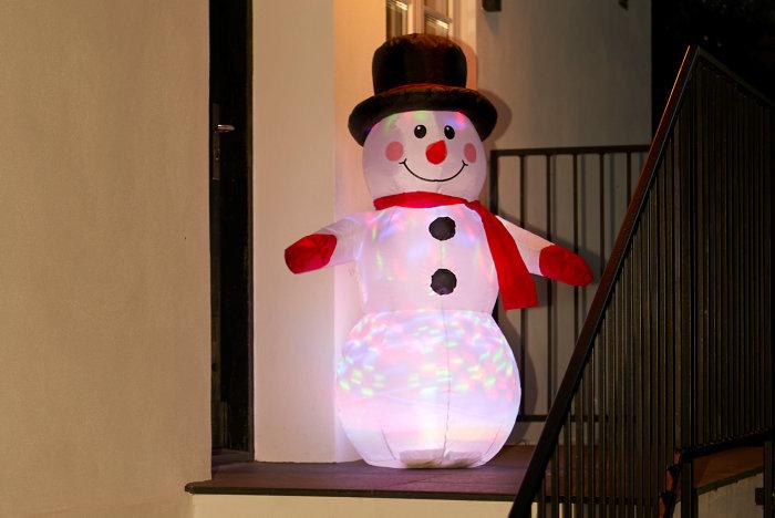 Oppustelig snemand med LED-lys