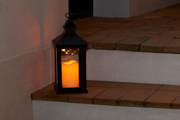 Firkantet lanterne med LED-bloklys - udendørs
