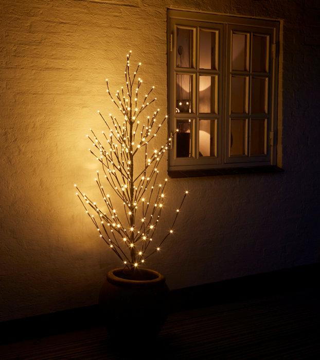 Lystræ med 240 LED lys