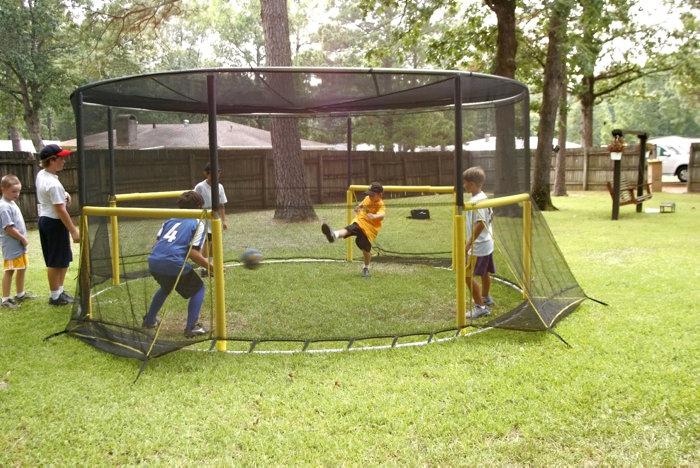 Fodboldbane med net